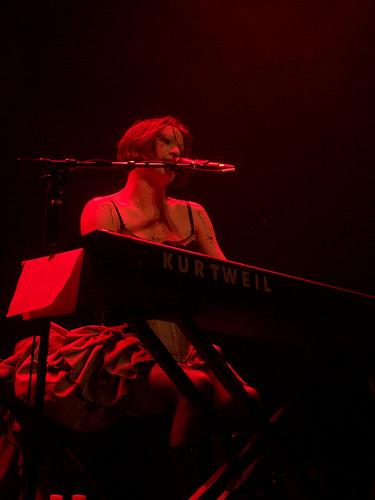 Amanda Palmer doing a show | Image © Creative Commons, ProdigyBoy (2008)